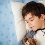 Τα παιδιά που ροχαλίζουν μπορεί να έχουν άσθμα
